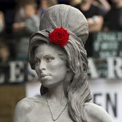 Amy Winehouse en bronze à Camden