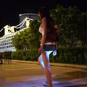 La minijupe lumineuse, nouvelle tendance mode ?