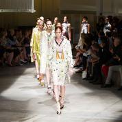 Défilé Prada Printemps-été 2016 Prêt-à-porter