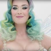 Katy Perry mène la parade de Noël d'H&M