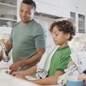 Les Africains et Caribéens champions du partage des tâches ménagères