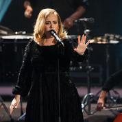 En plein concert, Adele défend les femmes qui n'allaitent pas
