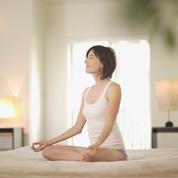 Quatre exercices de yoga pour se booster le matin
