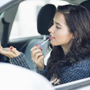 Maquillage express dans les transports : nos conseils et produits phares