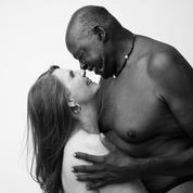 À 75 ans, elle pose nue avec son compagnon pour montrer une autre image de la beauté