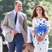 Le prince William réconforte un orphelin :