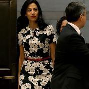Amal Clooney, Huma Abedin... Quand le flower power s'invite dans le vestiaire pro