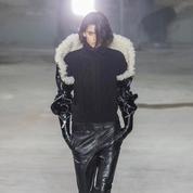 Défilé Saint Laurent : la féminité affirmée pour la collection automne-hiver 2017-2018