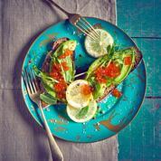 Tartines d'avocat et d'œufs de saumon