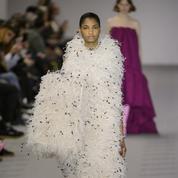 Défilé Balenciaga automne-hiver 2017-2018 : pose couture