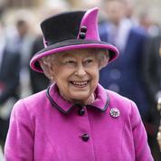 Elizabeth II casse le dress code royal pour la première fois depuis 43 ans