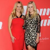 Reese Witherspoon envoie 18 lettres pour les 18 ans de sa fille Ava