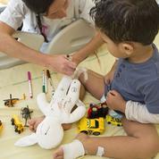 À l'hôpital, une poupée pour exprimer sa douleur