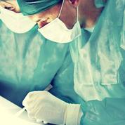 Appendicite: une petite incision ou trois trous minuscules?