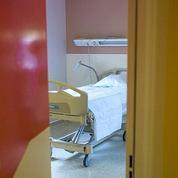 Ebola : l'hôpital Bichat à Paris prêt à accueillir d'éventuels malades