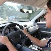 Les jeunes se laissent plus facilement distraire au volant que leurs aînés