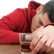 Ce qui pousse les jeunes à boire excessivement