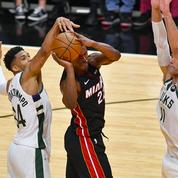 Milwaukee qualifié, Philly presque, Portland égalise contre Denver
