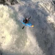 Les images spectaculaires des sauts géants de la championne du monde de kayak extrême