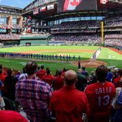 40.000 spectateurs dans un stade de baseball plein à craquer à Dallas