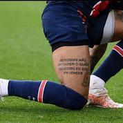Bayern - PSG : Neymar exhibe un tatouage et prévient les Bavarois