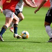 Une équipe féminine s'entraîne en culotte pour dénoncer les inégalités dans le football