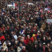 EN DIRECT - Au moins 10.500 «foulards rouges» à Paris pour les institutions