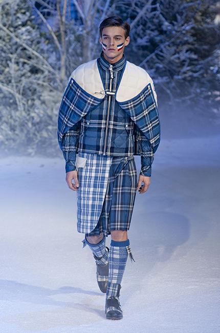 ... Défilé Moncler Gamme Bleu Automne-hiver 2013-2014 - Diaporama photo ... 601673986bb