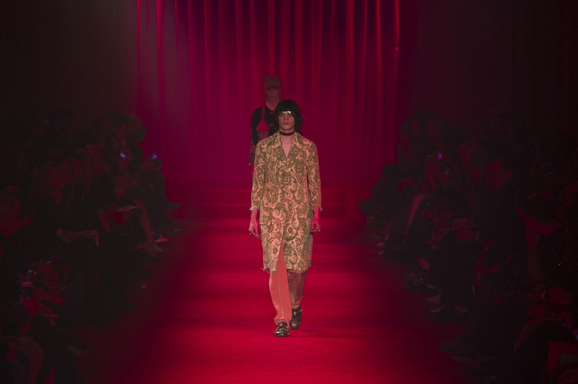 Défilé Gucci automne-hiver 2016-2017, Milan - Look 4. Défilé Gucci Homme  Automne-hiver 2016-2017 Milan - photo 4 Imaxtree 18176c8a503
