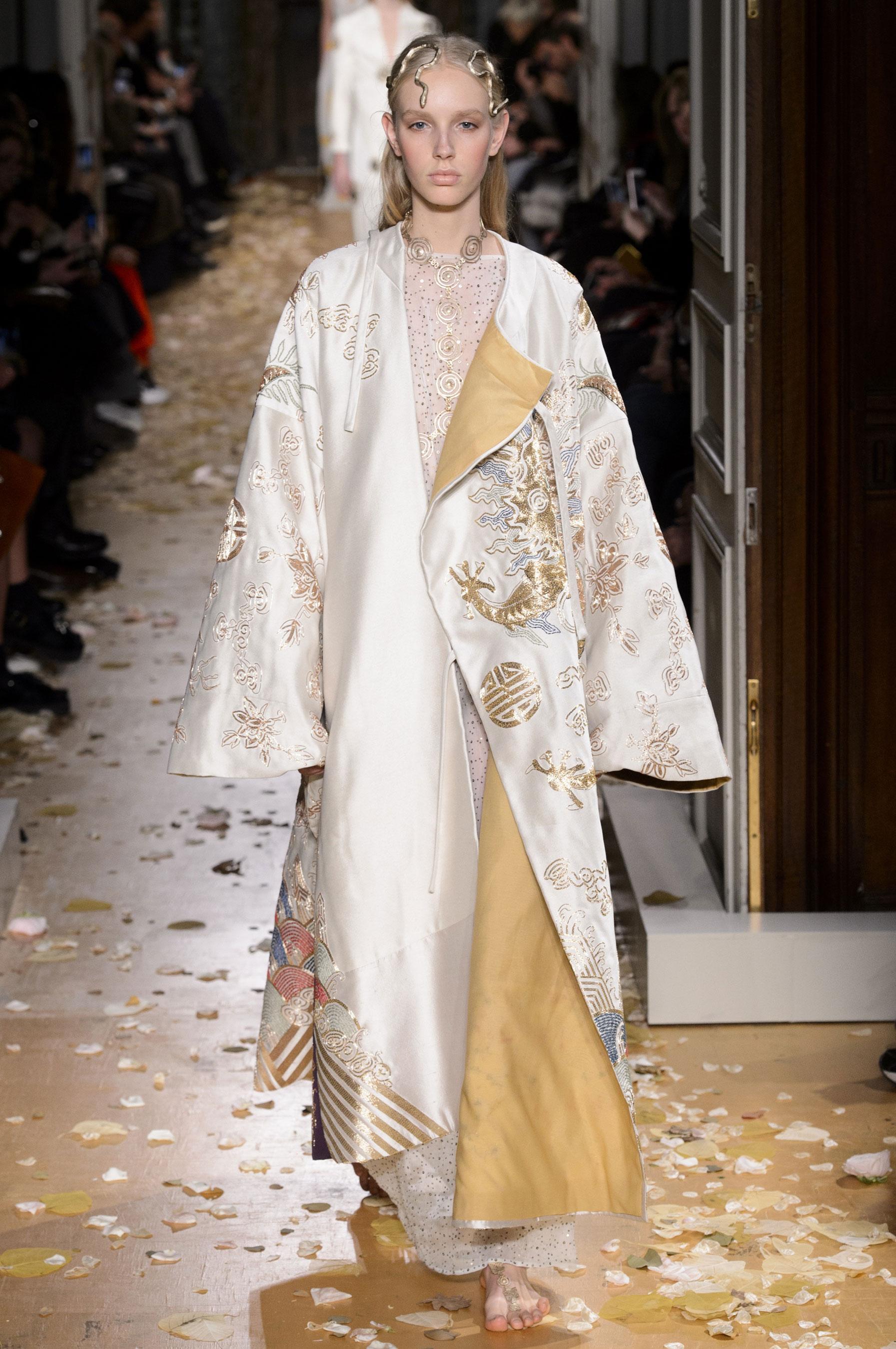 Super Défilé Valentino Printemps-été 2016 Couture - Madame Figaro VO95