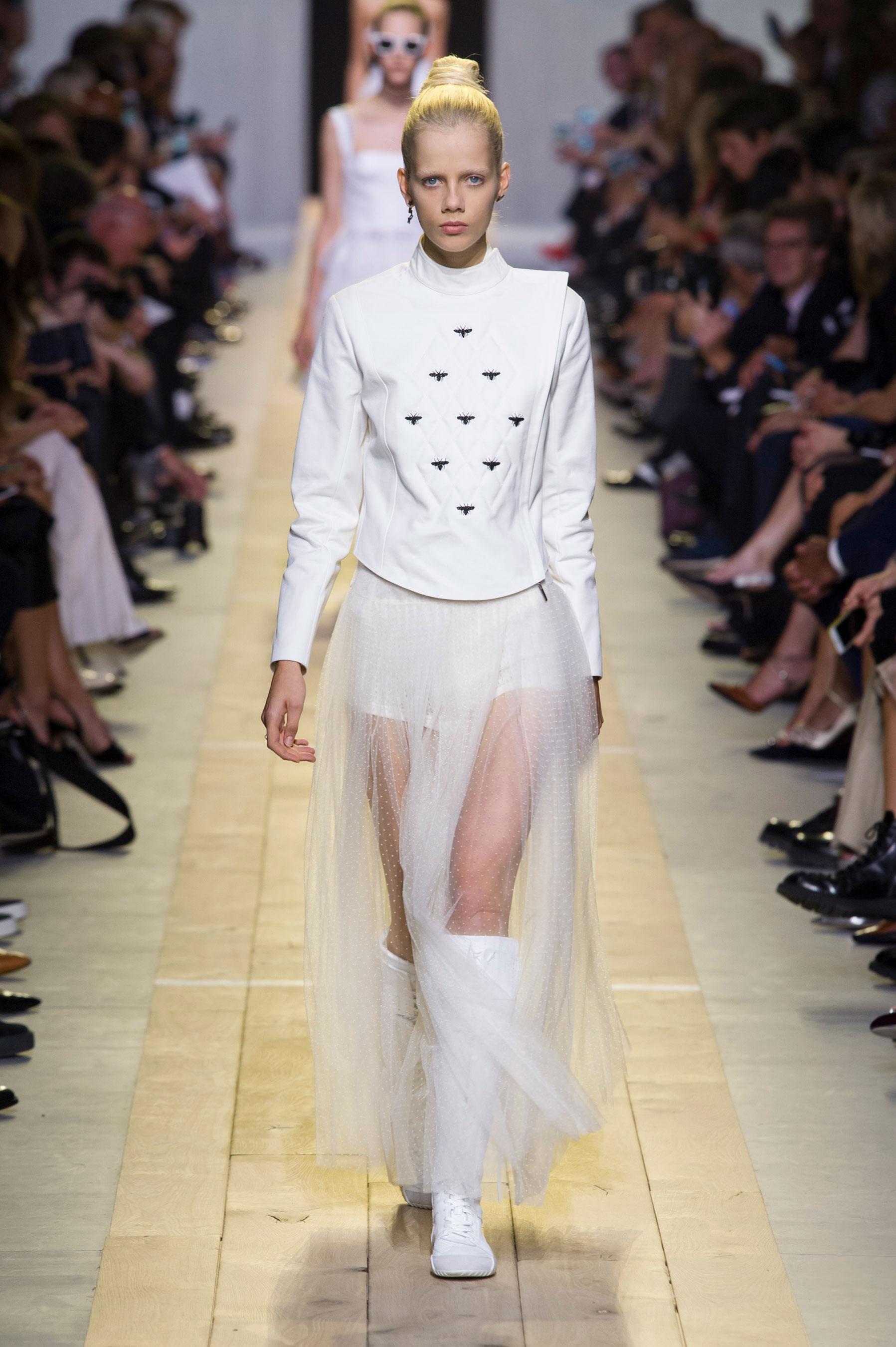 Défilé Christian Dior Printemps-été 2017 Prêt-à-porter - Madame Figaro 320716903f62