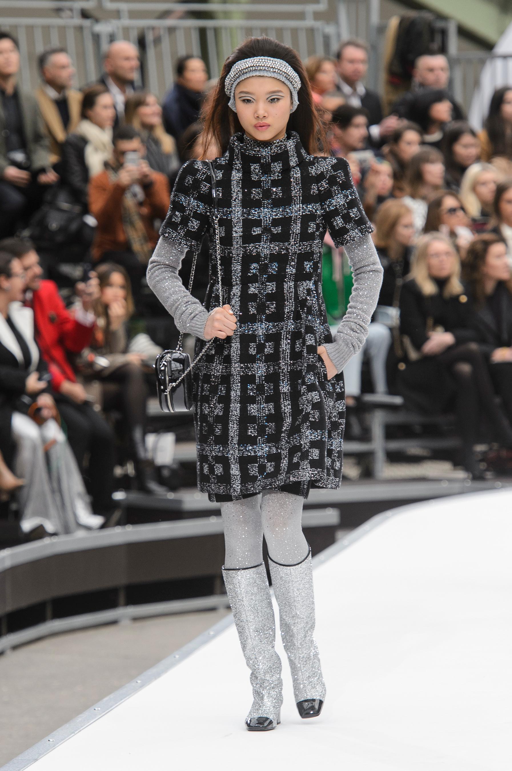 Défilé Chanel Automne-hiver 2017-2018 Prêt-à-porter - Madame Figaro ec079550dae