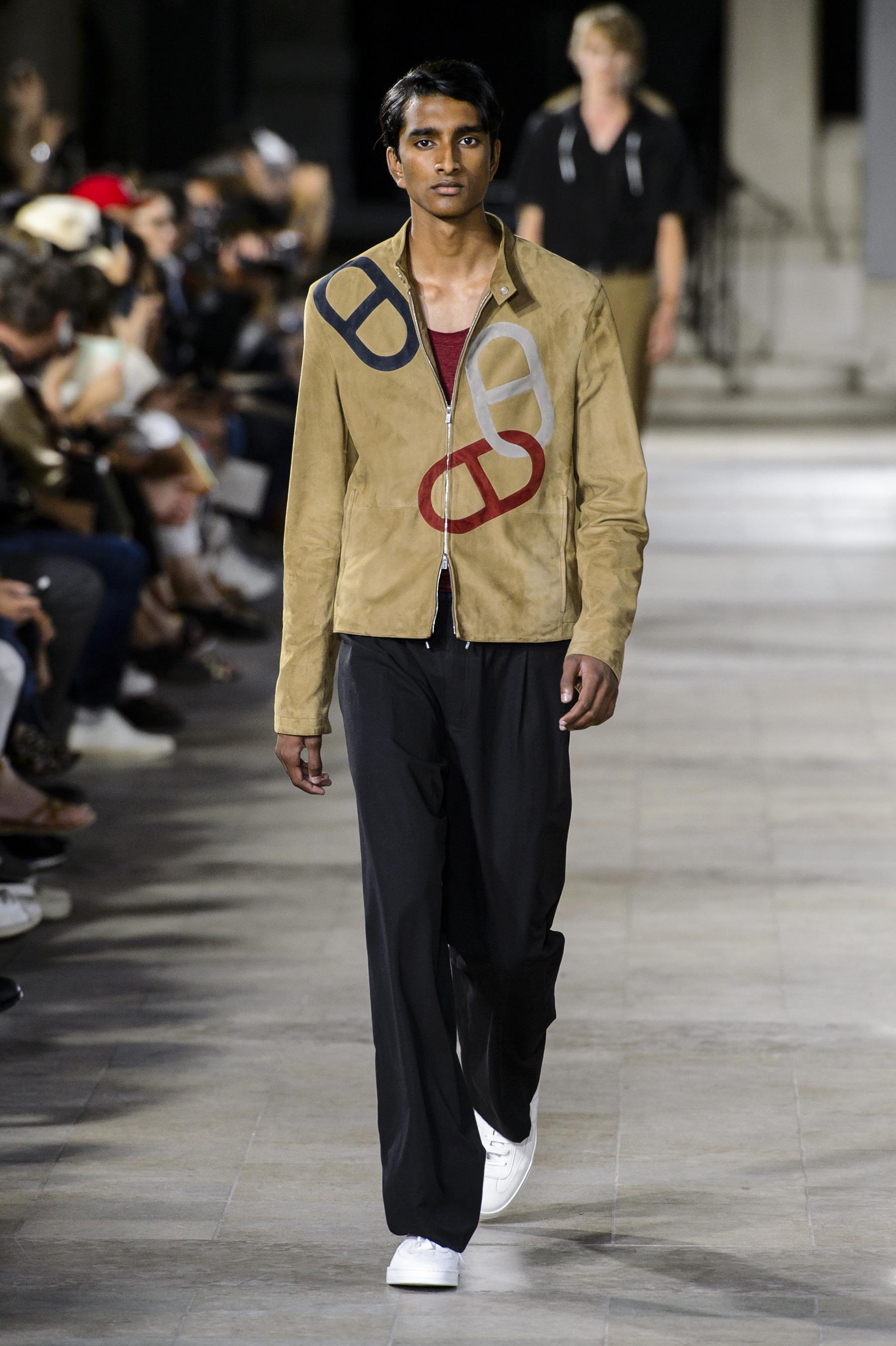 Défilé Hermès printemps-été 2018, Paris - Look 15. Défilé Hermès Homme  Printemps-été 2018 Paris - photo 15 Imaxtree 81097641200