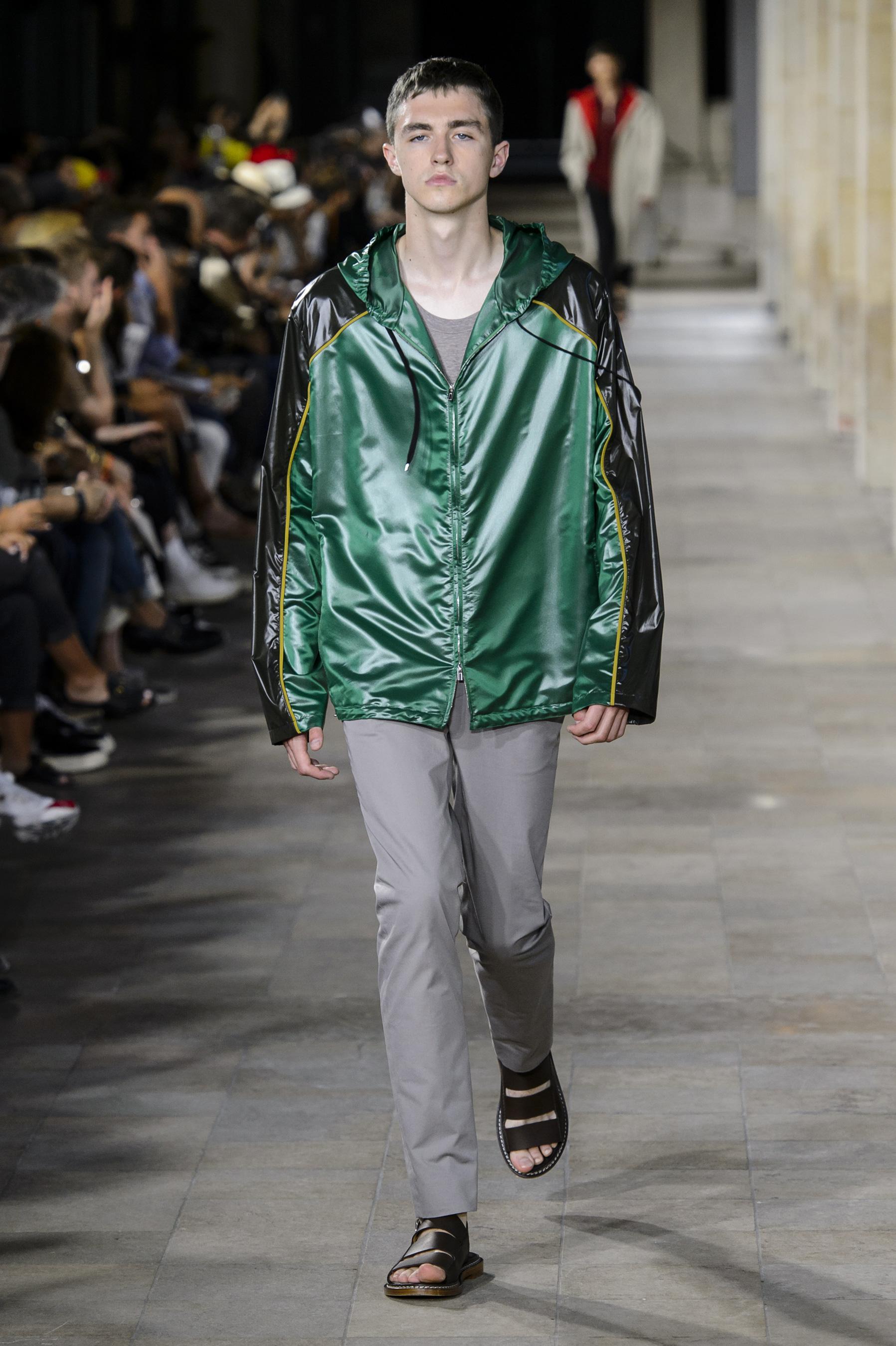 Défilé Hermès printemps-été 2018, Paris - Look 22. Défilé Hermès Homme  Printemps-été 2018 Paris - photo 22 Imaxtree 14c8b230852