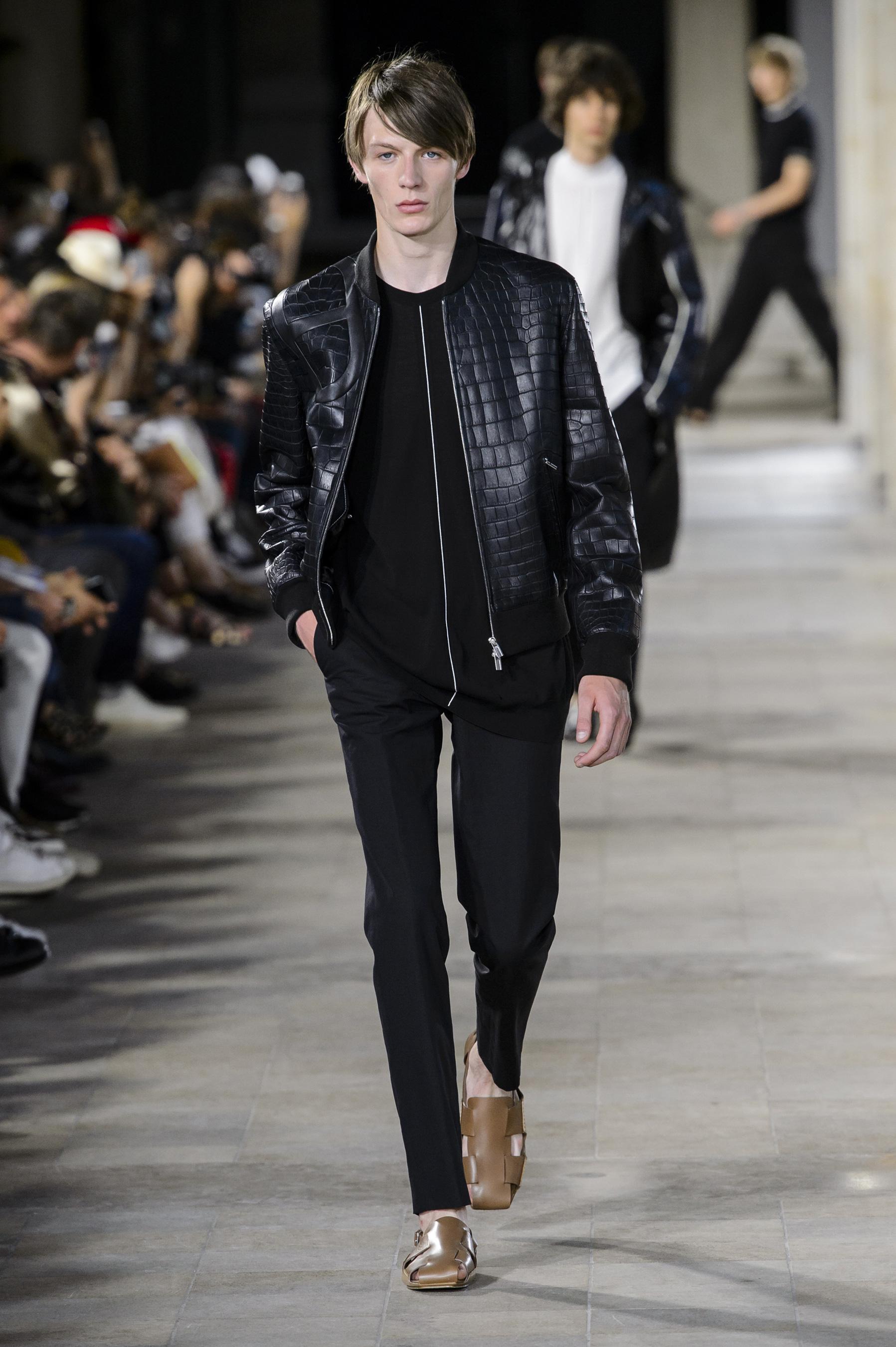 Défilé Hermès printemps-été 2018, Paris - Look 40. Défilé Hermès Homme  Printemps-été 2018 Paris - photo 40 Imaxtree da8312e83dd
