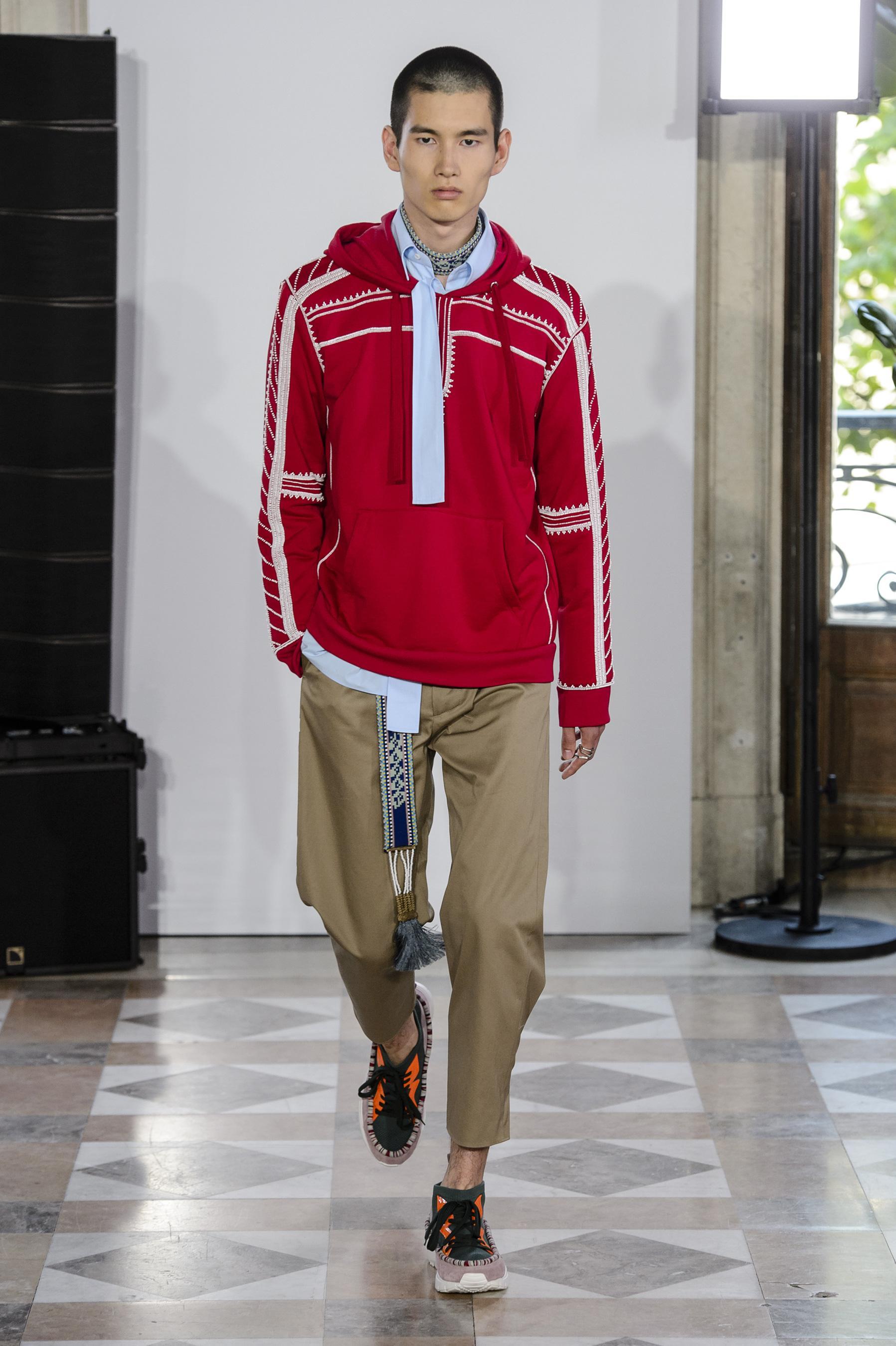 Défilé Valentino printemps-été 2018, Paris - Look 6. Défilé Valentino Homme  Printemps-été 2018 Paris - photo 6 Imaxtree 8770e6fa863