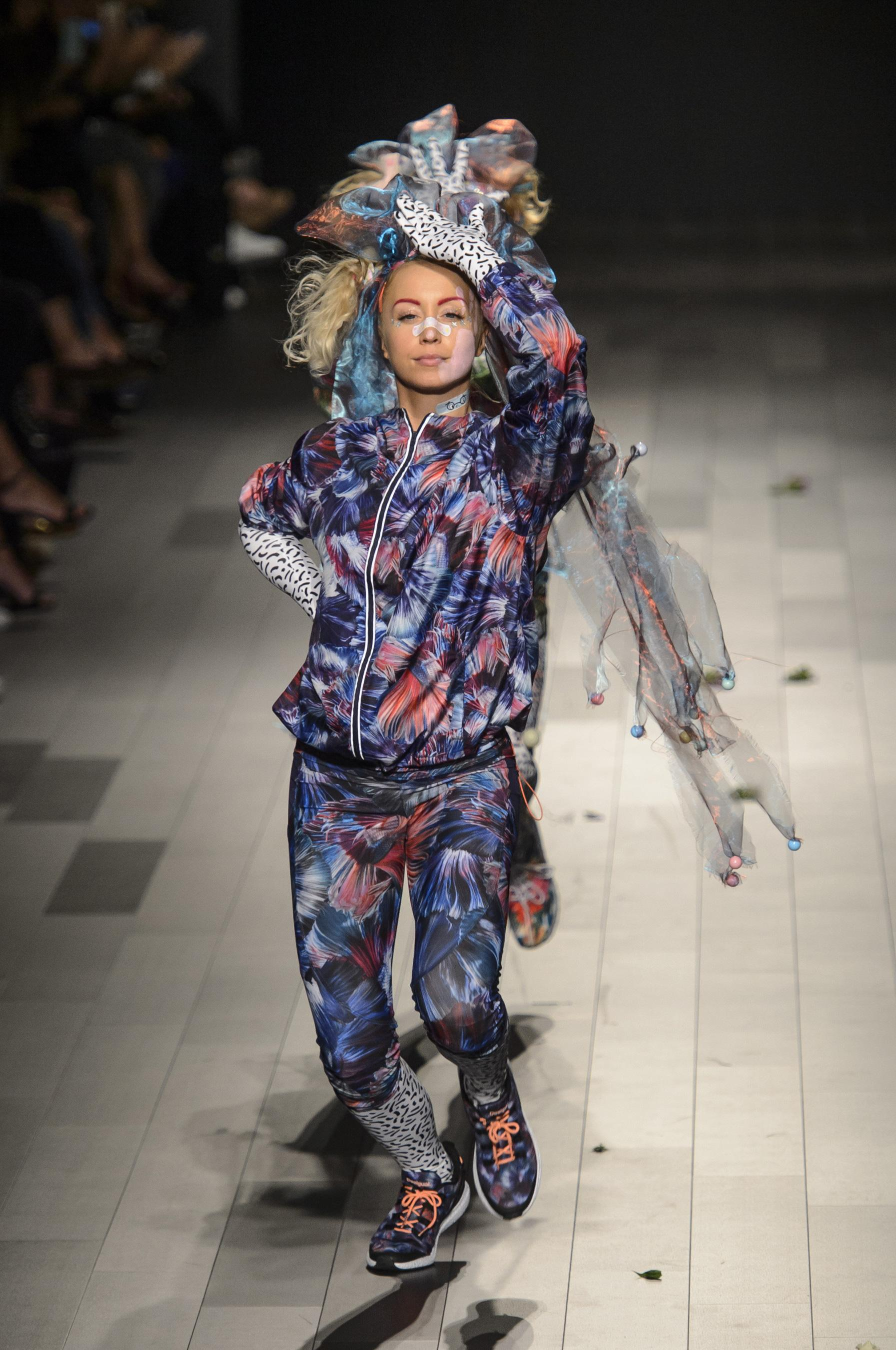 b3b64facc defile-desigual-printemps-ete-2018-new-york-look-33.jpg