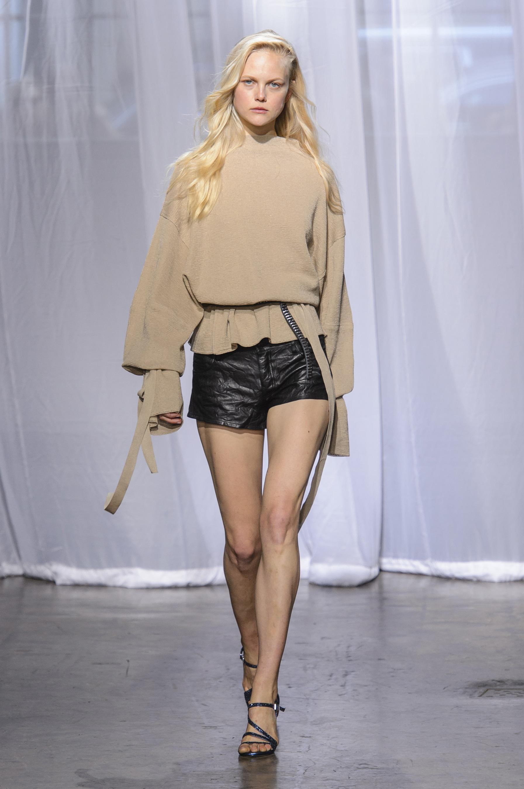 a1692d44f66 defile-zadig-amp-voltaire-printemps-ete-2018-new-york-look-5.jpg