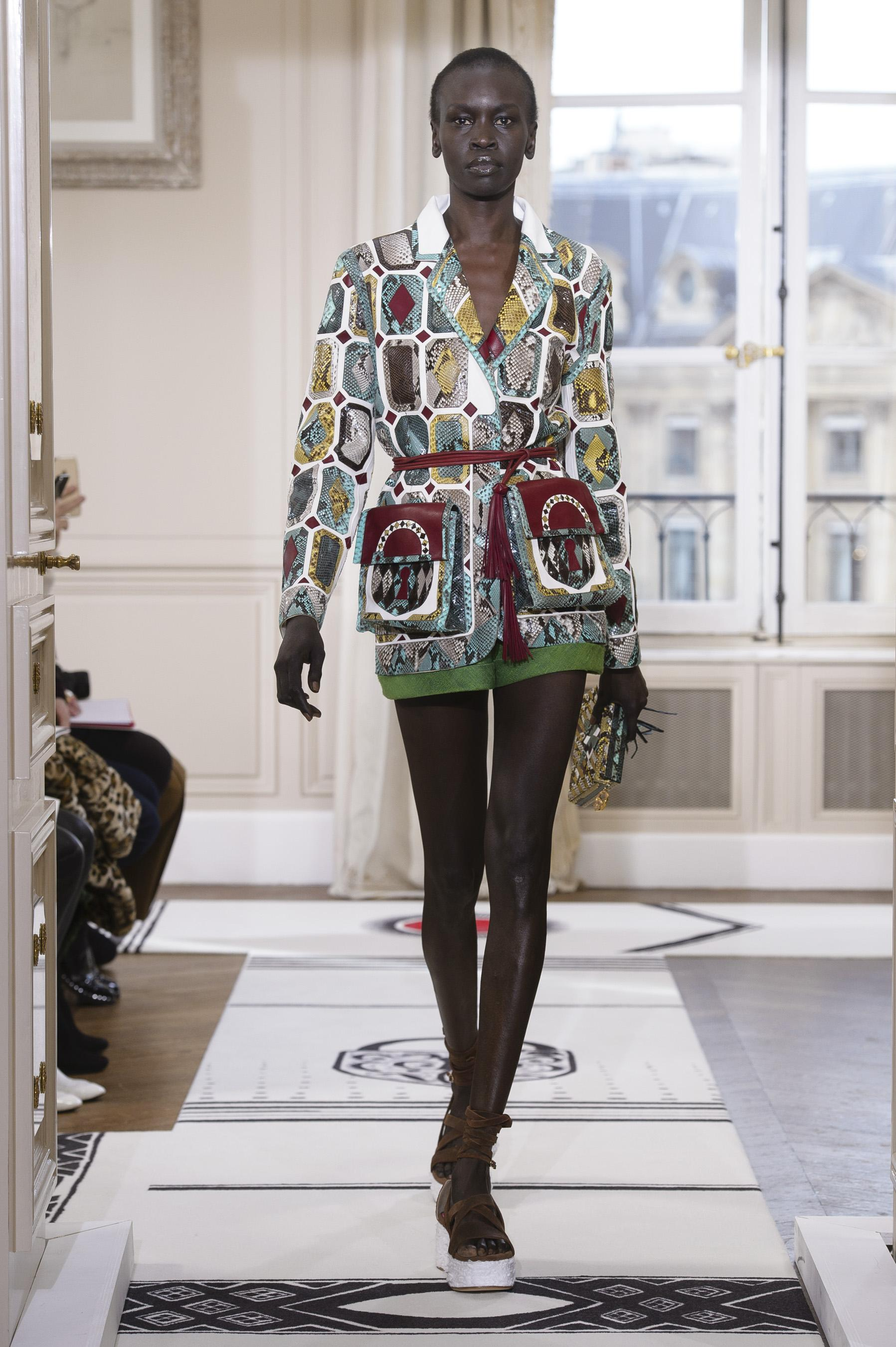 af43d7bb7d defile-schiaparelli-printemps-ete-2018-paris-look-7.jpg
