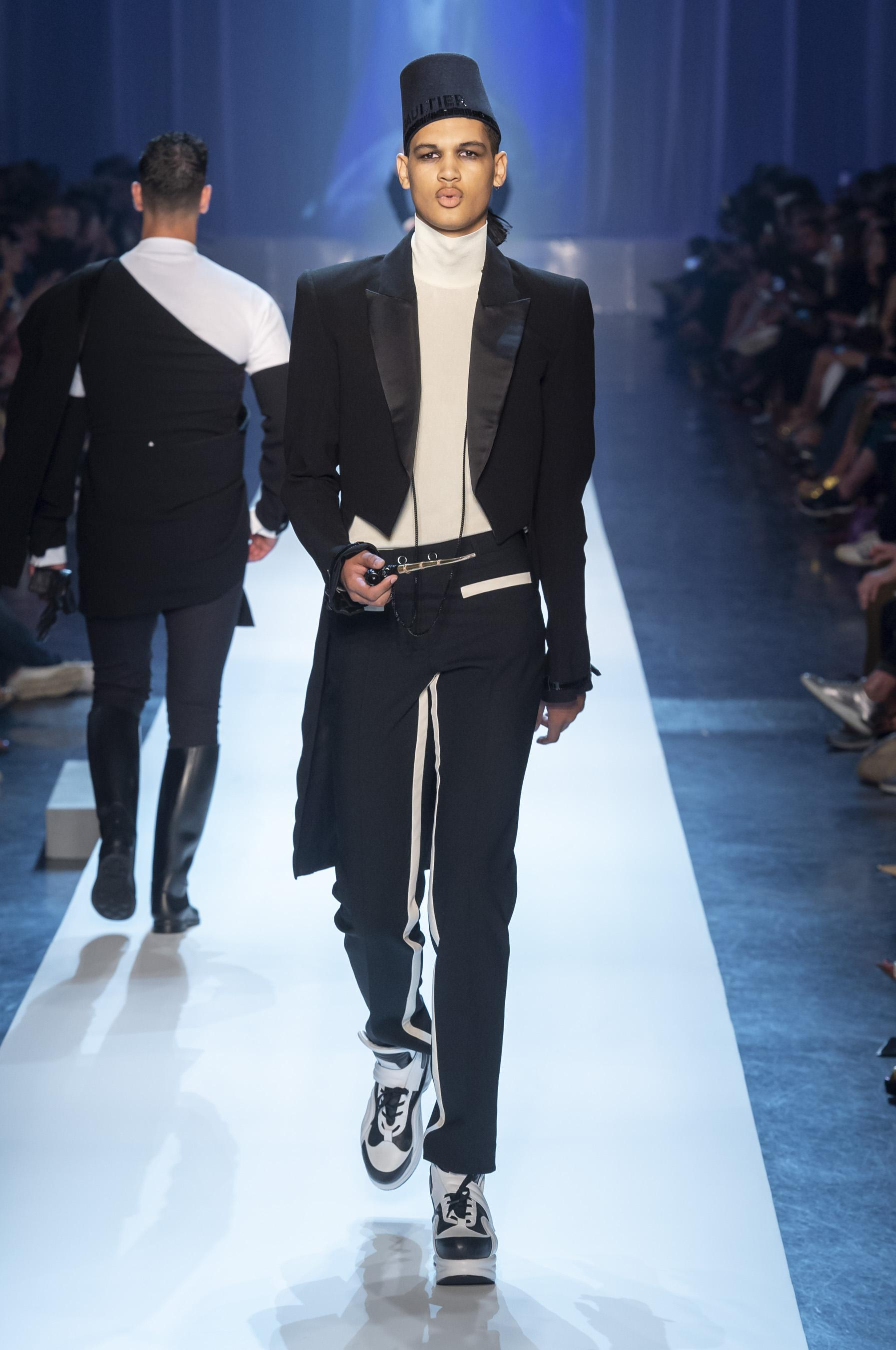 28d3b45be65 defile-jean-paul-gaultier-automne-hiver-2018-2019-paris-look-13.jpg
