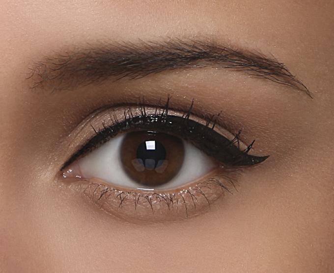 l eye liner step by step madame figaro. Black Bedroom Furniture Sets. Home Design Ideas