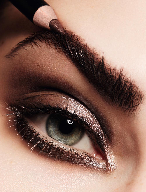Maquillage Jurgen Braun pour Guerlain avec   le Crayon Sourcils, Brun  Idéal  Fond de teint Lingerie de Peau Compact, beige naturel  Écrin 4  Couleurs, ... b5a361d80e5d