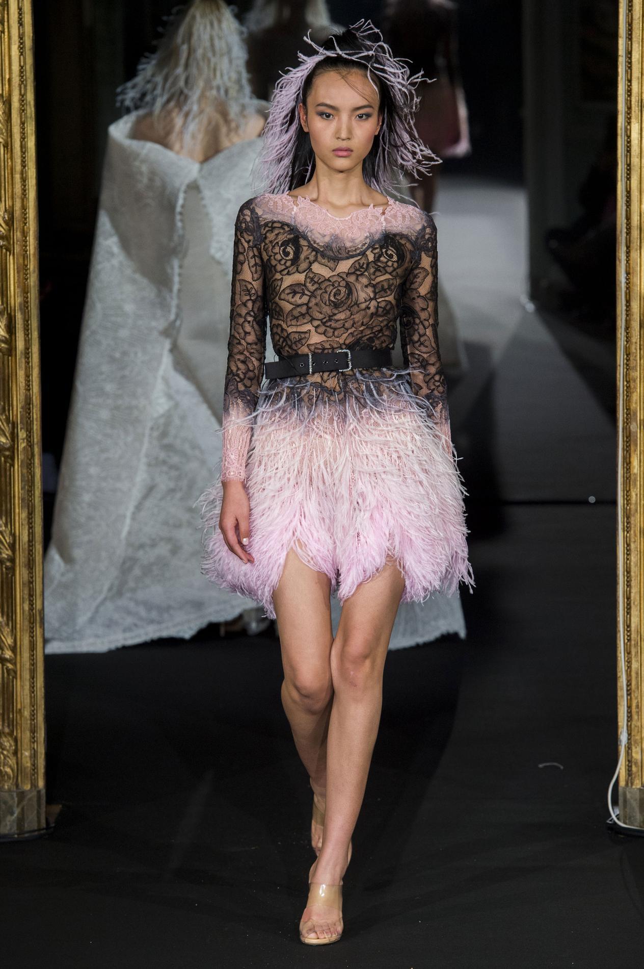 great blog robe robe de soiree paris 10. Black Bedroom Furniture Sets. Home Design Ideas