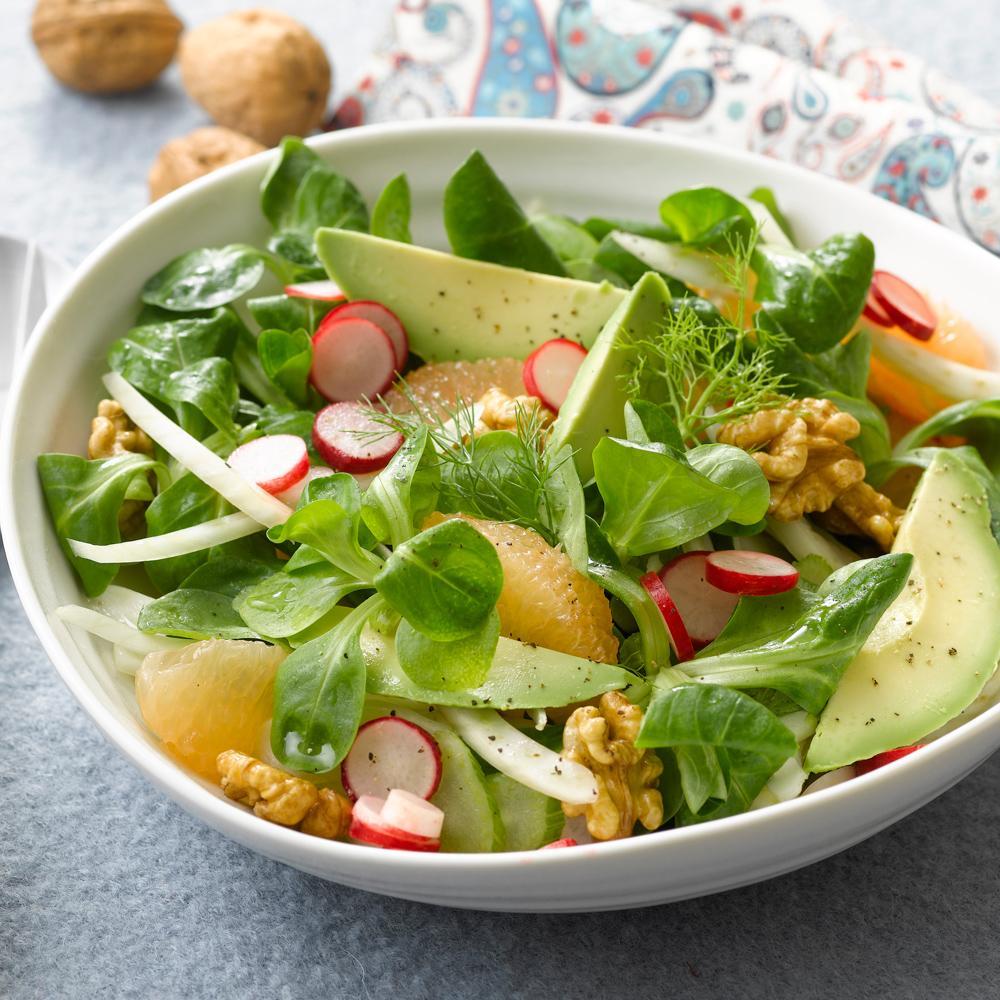 recette salade vitamin e d 39 hiver l 39 avocat noix et radis cuisine madame figaro. Black Bedroom Furniture Sets. Home Design Ideas