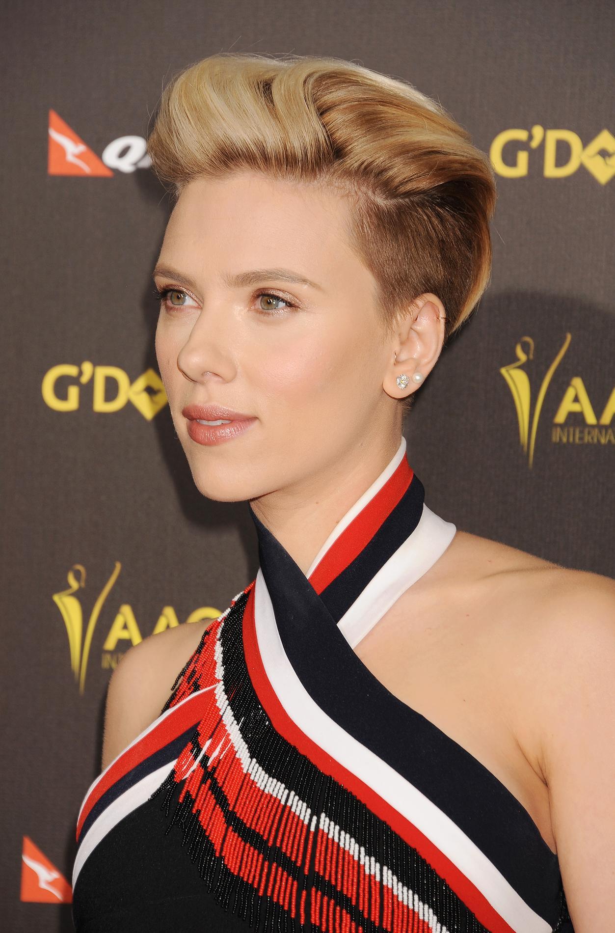 Scarlett Johansson Coupe Court Madame Figaro
