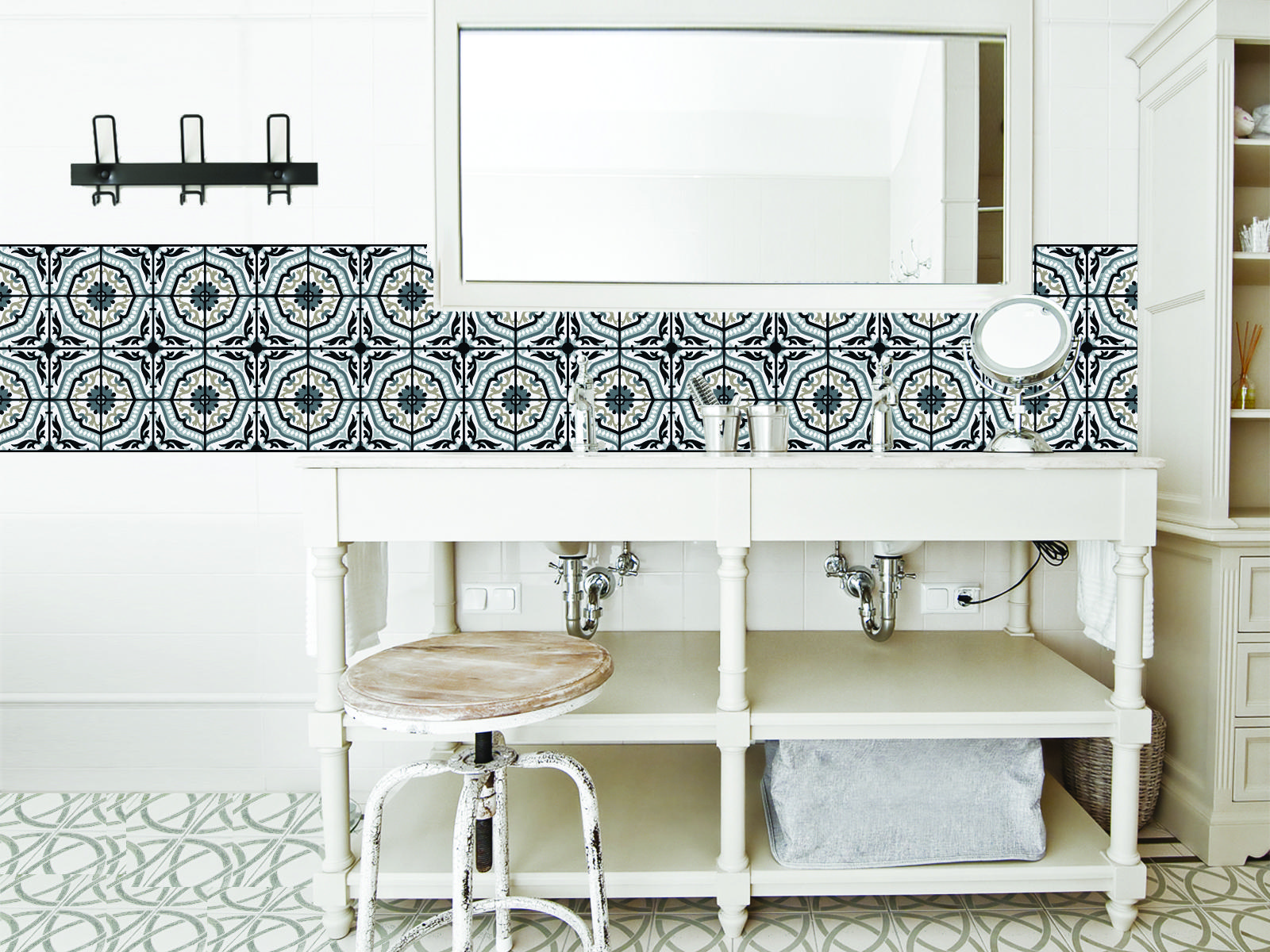 conseils d co en noir blanc pour une salle de bains plus graphique madame figaro. Black Bedroom Furniture Sets. Home Design Ideas