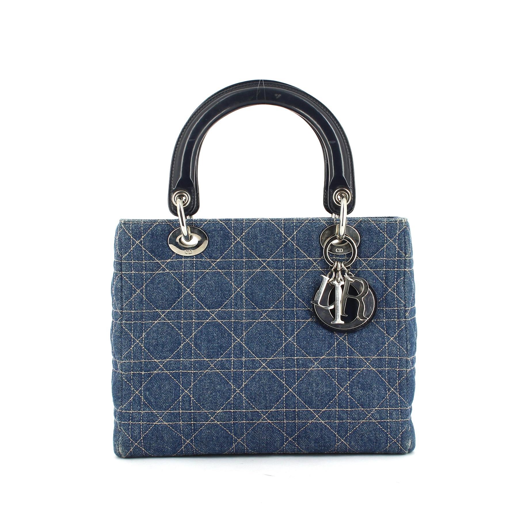 d4b720273006 Un sac, un look   Et Diana fit du Lady Dior une icône - Madame Figaro