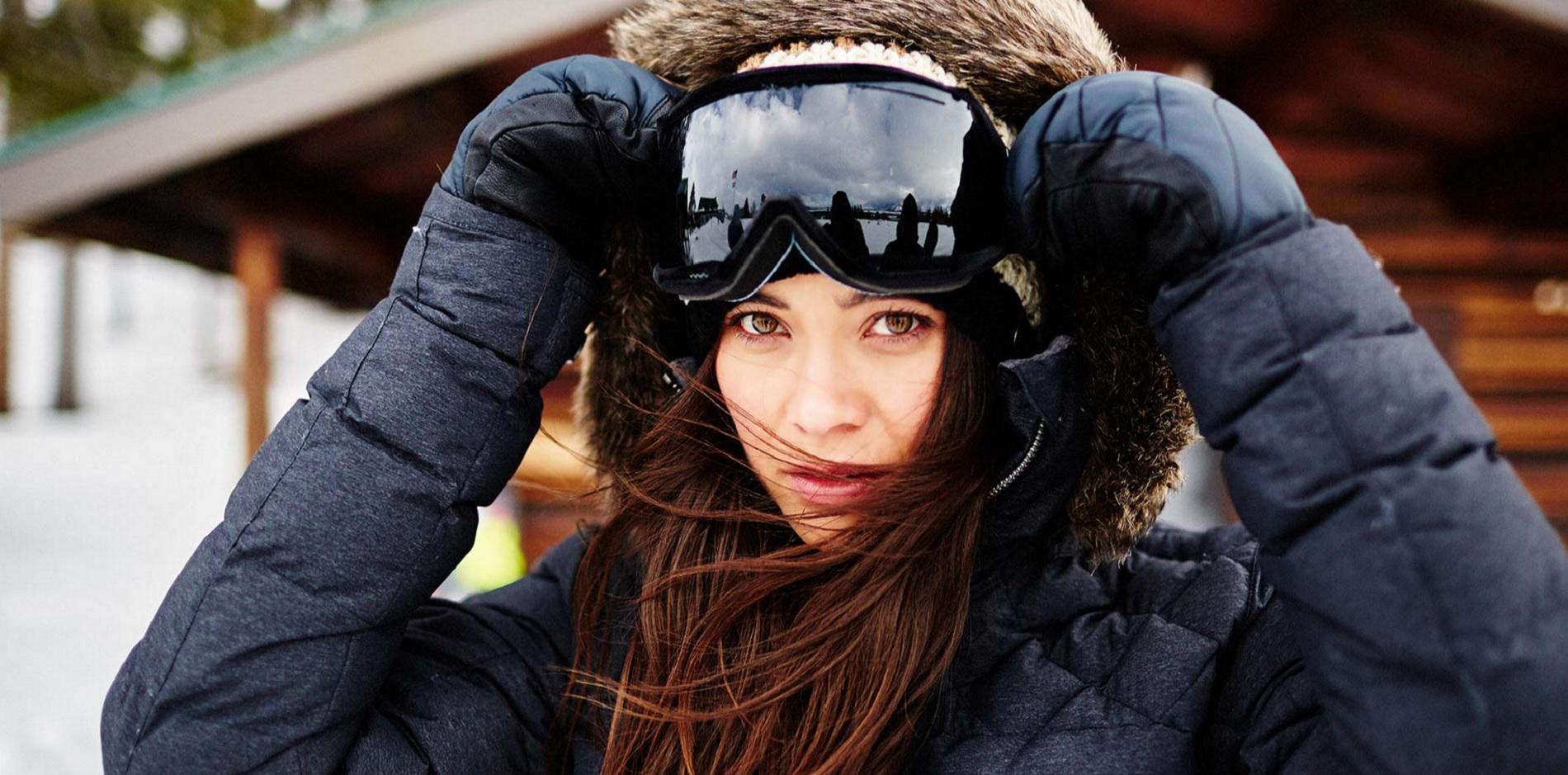Sélection de huit tenues de sports d hiver en fonction de votre destination  enneigée. cfcace58731