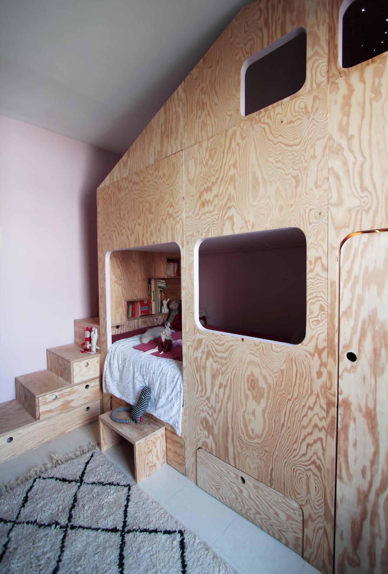amazing cinq conseils dco pour optimiser une petite chambre with comment faire un dressing dans. Black Bedroom Furniture Sets. Home Design Ideas