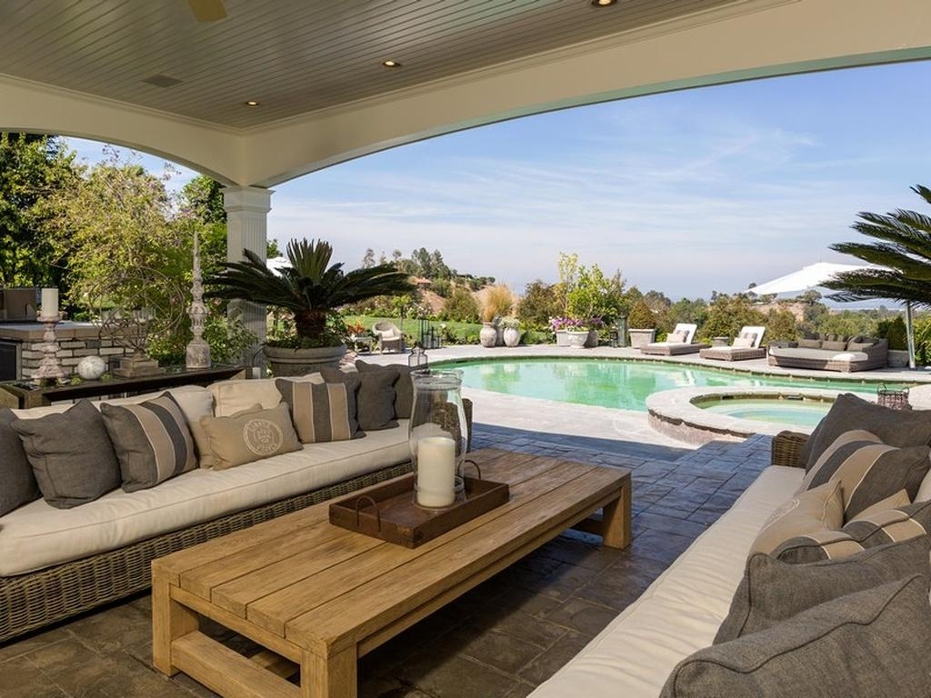 jennifer lopez vend sa maison de r ve pour 11 millions d. Black Bedroom Furniture Sets. Home Design Ideas